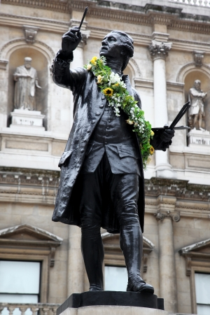 reynolds: Monument of Sir Joshva Reynolds the first president of the Royal Academy in London
