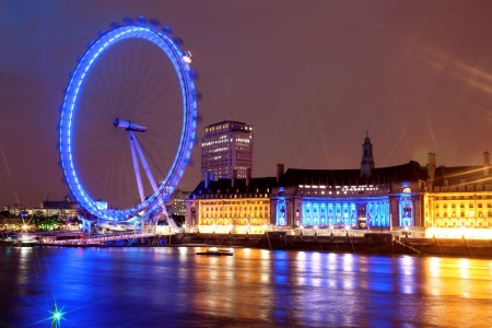 thames: Night view of London Eye, UK