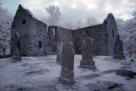 gothique: Vieux cimeti�re gothique