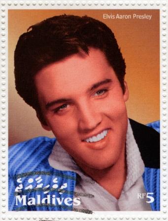 MALDIVES - CIRCA 2000: stempel gedrukt in Malediven toont acteur en rock and roll zanger Elvis Presley, circa 2000
