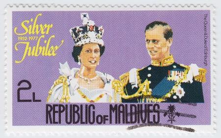 britan: MALDIVES - CIRCA 1977: stamp printed in Malvives show Queens Silver Jubilee 1952 to 1977 with Queen (L) and Duke of Edinburhg, circa 1977