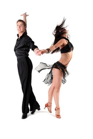 baile latino: bailarines en acci?islada en blanco