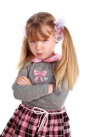 enfant fach�: petite fille tenant une grande offense