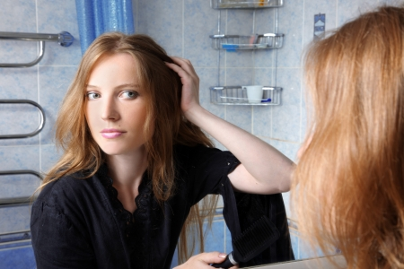 young woman in bath at front of a mirror Stock Photo - 16049484