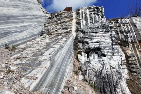 carrara: White gray marble quarry