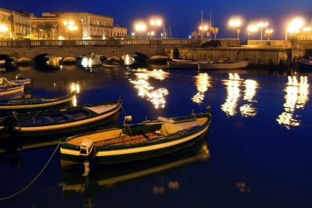 classic Old Italy - night in Syracuse, Sicily Stock Photo - 15966072