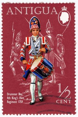 britan: ANTIGUA - CIRCA 1999 : stamp printed in Antigua shows Drummer Boy 4 th Kings Own Regiment 1759, circa 1999 Editorial