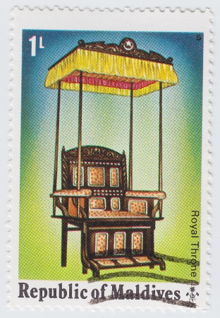 MALDIVES - CIRCA 1978 : stamp printed in Maldives shows The Royal Throne, dedicated to 25th anniversary of the coronation of Her Majesty Queen Elizabeth II, circa 1978 Stock Photo - 16134637
