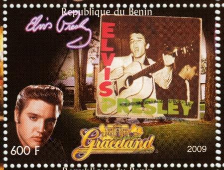 graceland: BENIN - CIRCA 2009 : stamp printed in Benin - Elvis Presley against her LP and Graceland, circa 2009 Editorial
