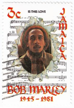 a bob: Jamaika - CIRCA 1981: sello impreso en Jamaika con Bob Marley y las notas de su canci�n Is This Love, alrededor de 1981