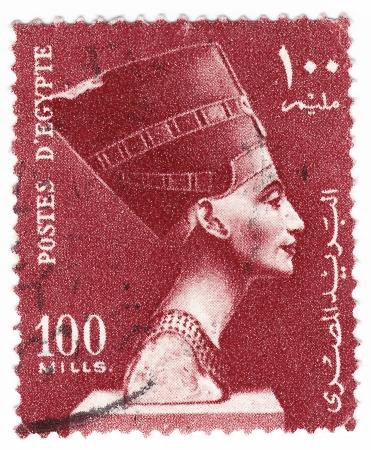 EGIPTO - CIRCA 1980: sello impreso en Egipto muestra el busto de la reina Nefertiti, alrededor de 1980 Foto de archivo - 16284356