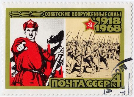 the liberator: RUSSIA - CIRCA 1968: timbro stampato in Russia mostra di poster Armata Rossa come liberatore, circa 1968 Editoriali