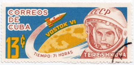 tereshkova: CUBA-CIRCA 1963: timbro stampato a CUBA mostra prima donna cosmonauta Valentina Tereshkova, intorno al 1963