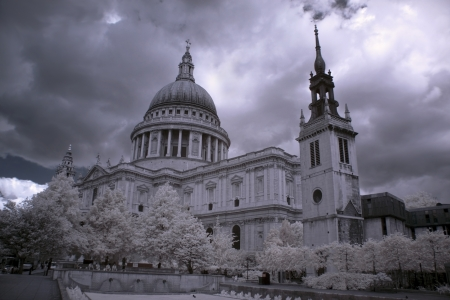 St. Pauls Cathedral in London photo