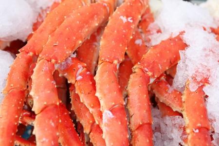 fisch eis: Frische Krabben Beine bei einer Meeresfr�chte-Markt