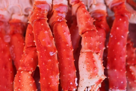 soldier fish: Fresh crab legs at a seafood market