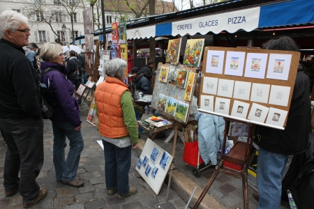 PARIS - CIRCA 1 MAY 2013: Public painter and buyer on Montmartre hill in Paris circa 1 May 2013 in Paris, France. Many artists worked around the community of Montmartre such as Pablo Picasso or Vincent van Gogh Stock Photo - 22564188