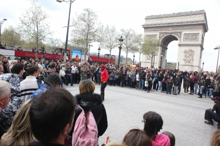 aerobica: PARIS - APRIL 27: B-boy doing some breakdance moves in front a street crowd, at Arch of Triumph, April 27 2013, Paris, France