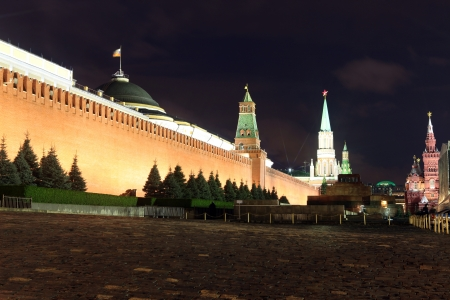 the senate: Kremlin wall, Senate and Senate tower, Nikolskaya tower and Lenins Mausoleum in Red Square, Moscow, Russia Stock Photo