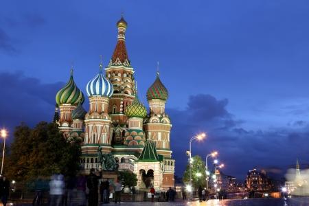red square moscow: Vista nocturna de la Intercesi�n de la Catedral de San Basilio en la Plaza Roja, Mosc�, Rusia Foto de archivo