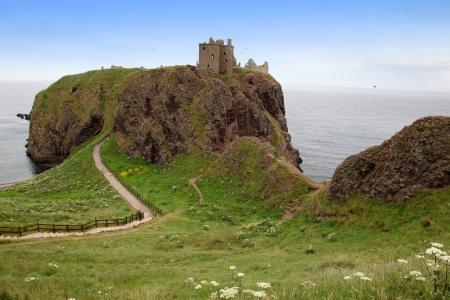 dunnottar castle: Ruins of Dunnottar Castle, Scotland, UK
