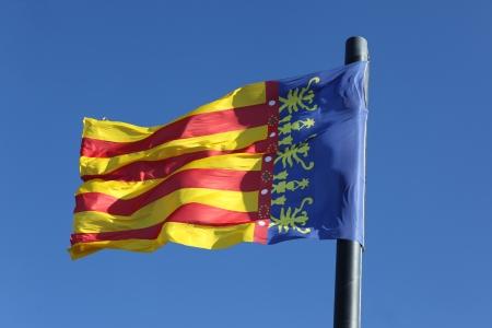 autonomic: Bandiera della Comunidad Valenciana, regione della Spagna, in movimento nel vento Archivio Fotografico