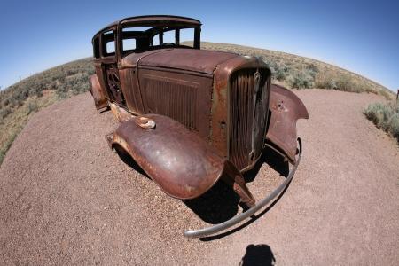 abandoned car: viejo destruir coche abandonado Foto de archivo