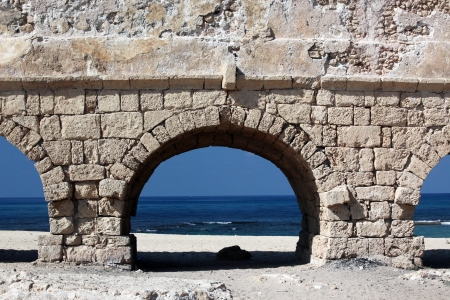 ceasarea: Ancient Roman aqueduct in Ceasarea at the coast of the Mediterranean Sea Stock Photo
