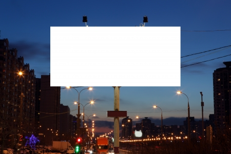 Leere Reklametafeln am Abend in der Stadt Standard-Bild - 25225052