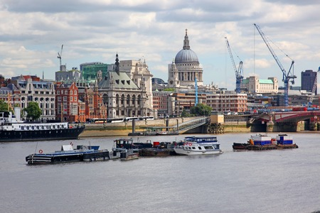 st pauls: St. Pauls Cathedral and Thames river in London