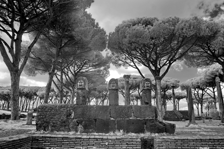 Resti dell'antica città di Ostia costruita sia sul mare che sul fiume Tevere vicino a Roma, Italia