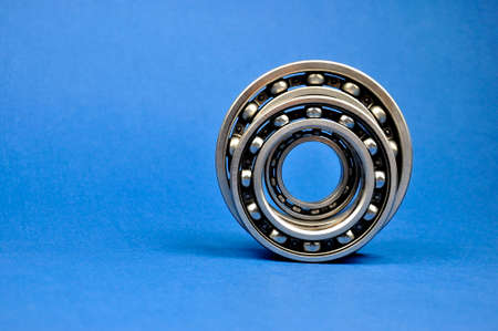 Ball bearings on a blue background. Spare parts. Banque d'images