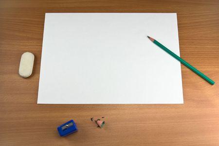 foglio bianco: Bianco foglio di carta, matita - tutto � pronto per funzionare.
