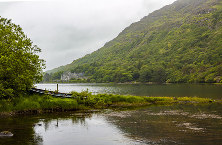 lough: Kylemore Abbey on lake Pollacapall Lough
