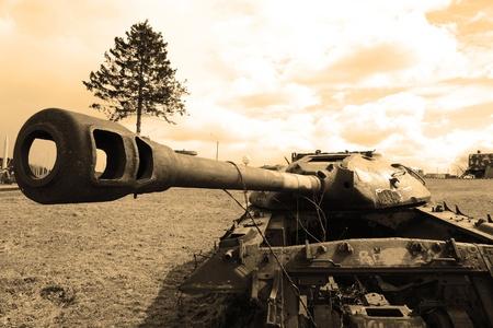 tanque de guerra: La foto de viejos tanques soviéticos. Sepia.