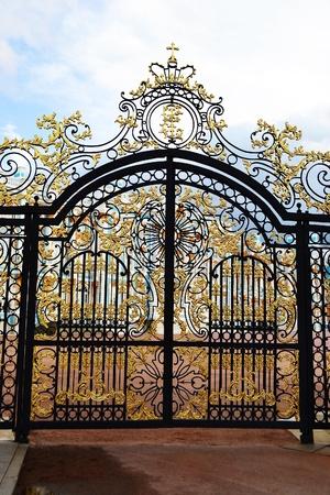 verjas: Puerta de oro en Tsarskoe Selo, Rusia.