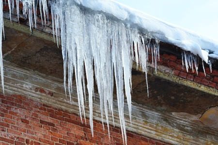 drooping: the photo of a icicles drooping from the roof.