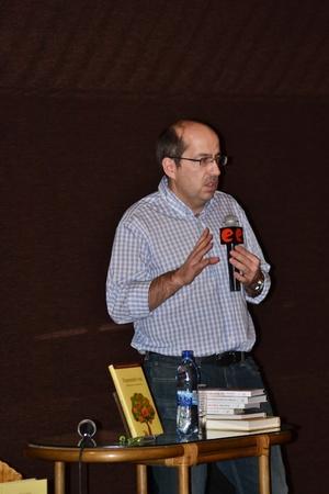 mann: St.Petersburg, Russia - December 15, 2011 - Famous marketer Igor Mann presenting new book.
