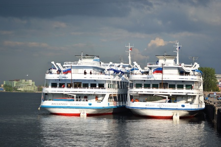 St.Petersburg, Russia - May 28, 2011: River cruise ships to berth quay in St. Petersburg on a cloudy summer day Stock Photo - 11748473