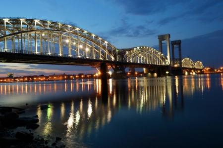 白い夜、サンクトペテルブルグ、ロシアにフィンランド鉄道橋 写真素材