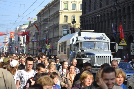 nevsky prospect: St. Petersburg, Russia - May 9, 2013: Residents of St. Petersburg walk along Nevsky Prospect at Victory Day
