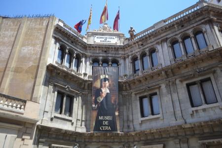 ramblas: Barcelona, Spain - June 22, 2013: Barcelona Wax Museum, Las Ramblas Editorial