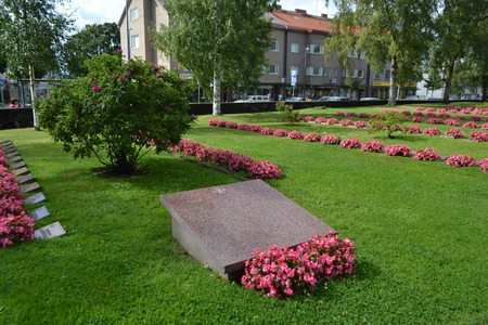 a memorial to fallen soldiers: LAPPEENRANTA, FINLAND - AUGUST 21, 2014: Old military cemetery in Lappeenranta at summer, Finland. Editorial