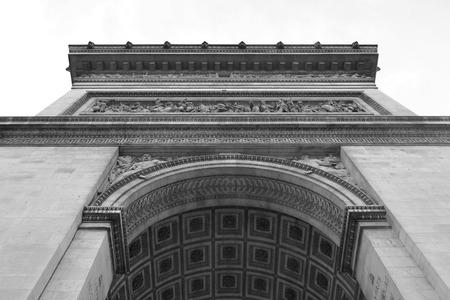 triumphe: Arc de Triomphe in Paris, France. Black and white.