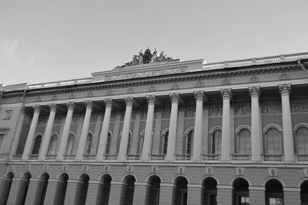palacio ruso: Museo del estado ruso. El Palacio de Mikhailovsky en San Petersburgo, Rusia. Blanco y negro.