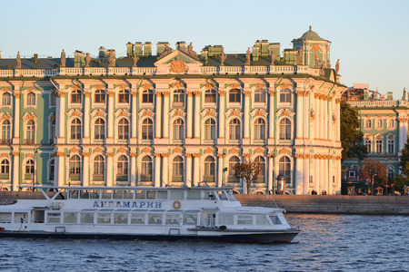 pleasure craft: ST.PETERSBURG, RUSSIA - SEPTEMBER 7, 2013: The Winter Palace at evening, St.Petersburg, Russia. The State Hermitage Museum.
