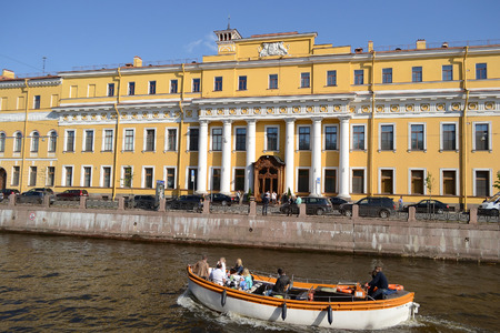 pleasure craft: ST.PETERSBURG, RUSSIA - 25 MAY, 2012: View of Yusupov Palace on embankment of Moyka River, St.Petersburg, Russia. Editorial