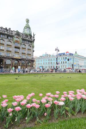 prospect: SAINT-P�TERSBOURG, RUSSIE - 24 mai 2012: Zinger Maison sur la Perspective Nevski dans le centre historique de Saint-P�tersbourg.