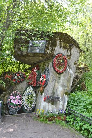 """hombre millonario: Ruinas del """"Millonario"""" fort�n de hormig�n en Beloostrov, Rusia. Editorial"""