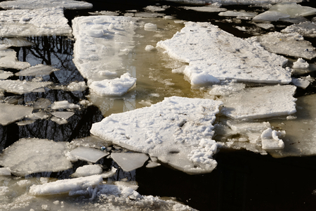 ice floes: Ice floes on the water in the spring.
